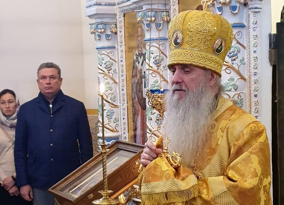 Преосвященный Мефодий совершил Божественную литургию в архиерейском подворье во имя апостола Андрея Первозванного посёлка Дубрава.