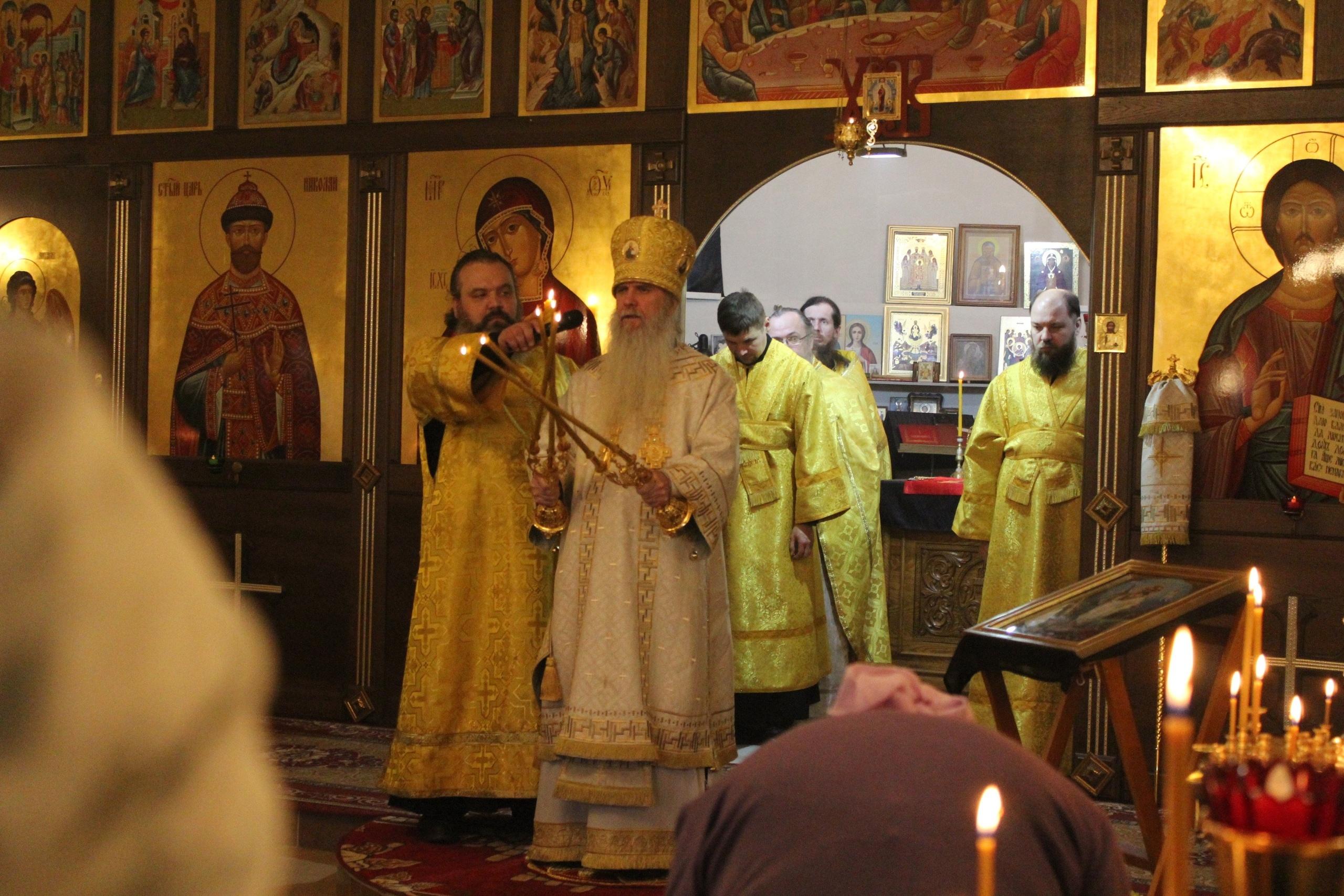 Преосвященный Мефодий совершил Божественную литургию в Храме Державной иконы Божией Матери. гп Рефтинский.