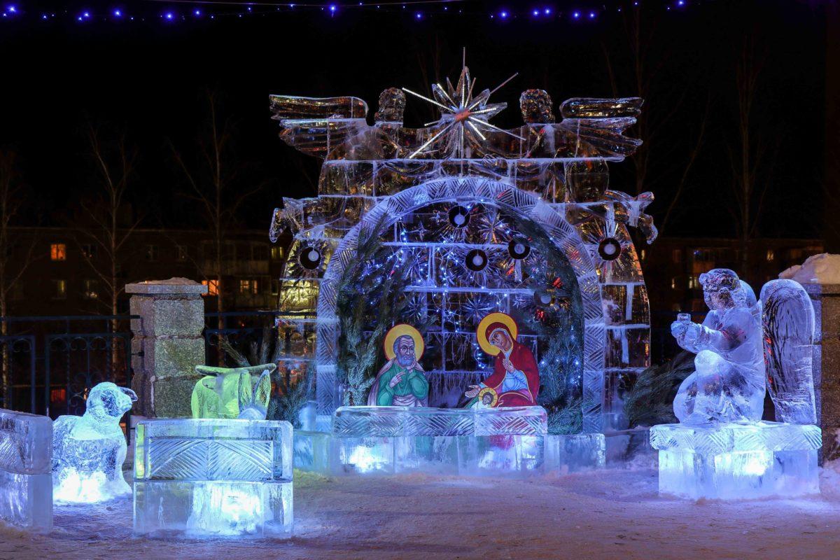 Ледяной вертеп Покровского храма