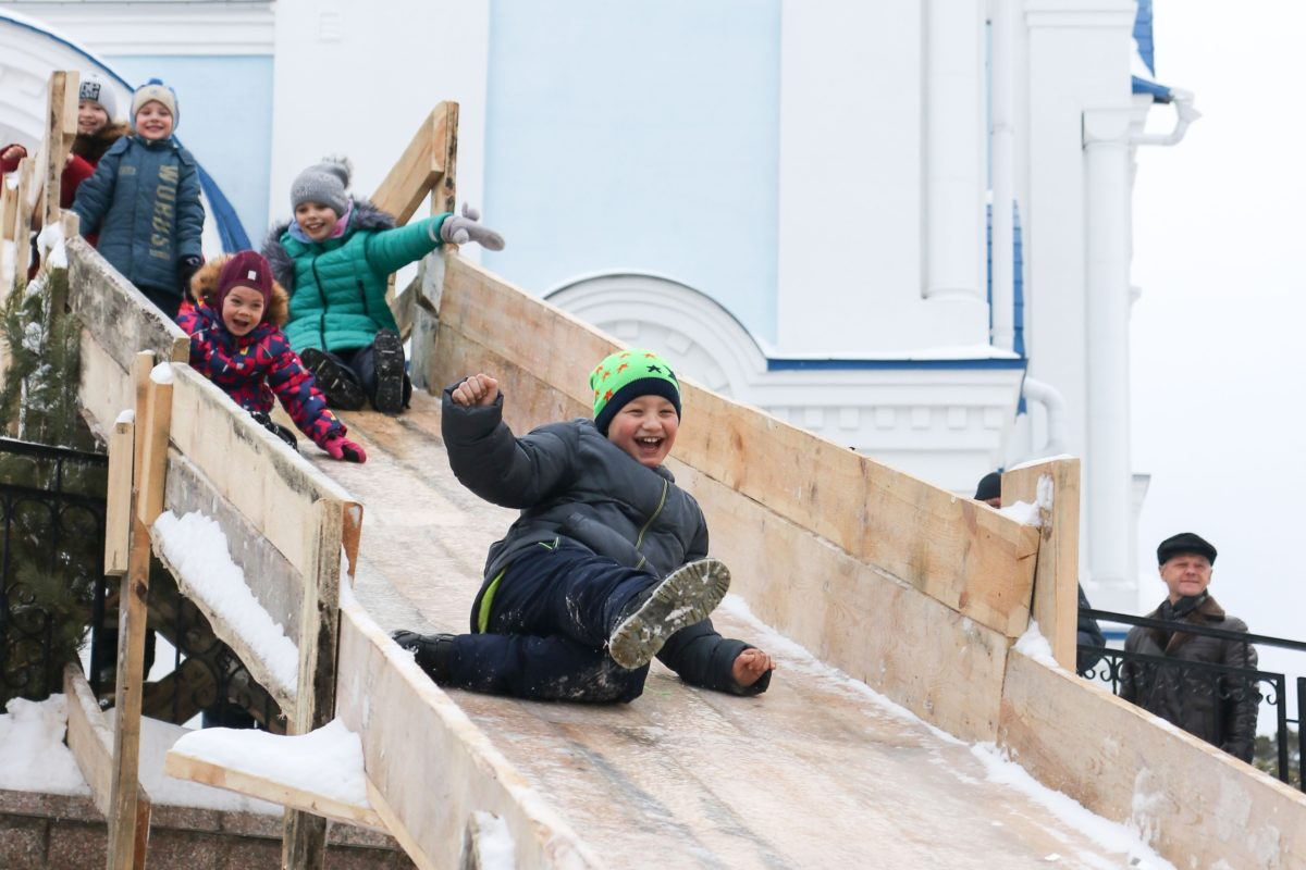 Горка у Покровского храма открыта