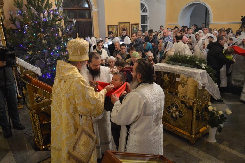 Прямая трансляция праздничной Божественной Литургии в Рождественскую ночь