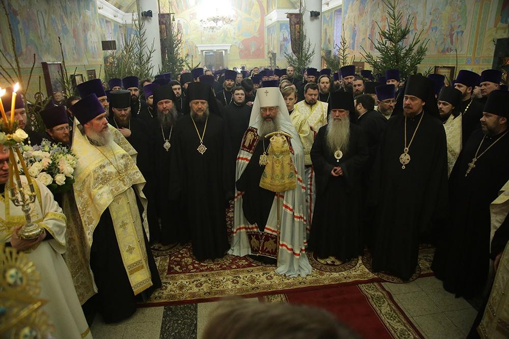 Архиерейская Рождественская вечерня состоялась в Свято-Троицком кафедральном соборе