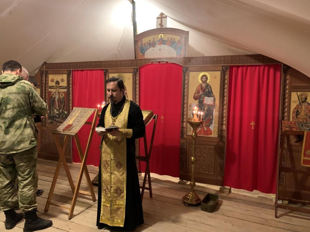 В Ханкале военнослужащие  росгвардии встретили  светлый праздник Рождества Христова в храме-палатке.