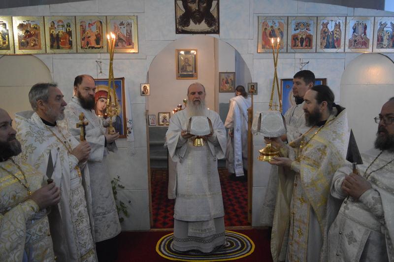 Архиерейская Божественная Литургия в храме Святой Троицы села Троицкого