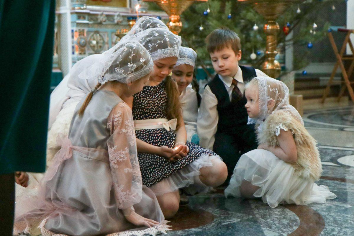 Воскресная школа Покровского храма города Заречного поздравила прихожан с Рождеством
