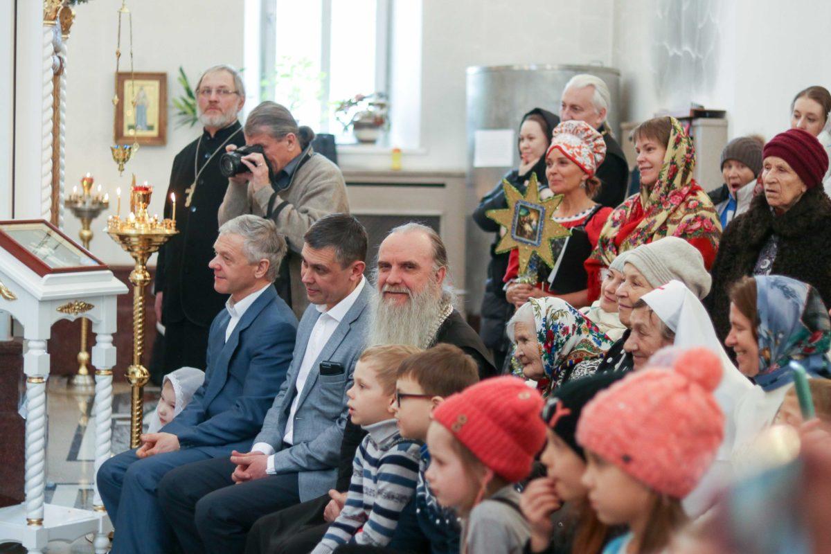 Преосвященный Мефодий в Зареченском храме на Рождественском празднике