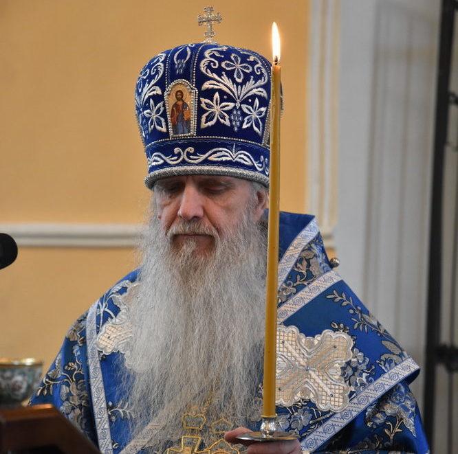Епископ Мефодий совершил утреню с чтением акафиста Пресвятой Богородице в Свято-Троицком кафедральном соборе