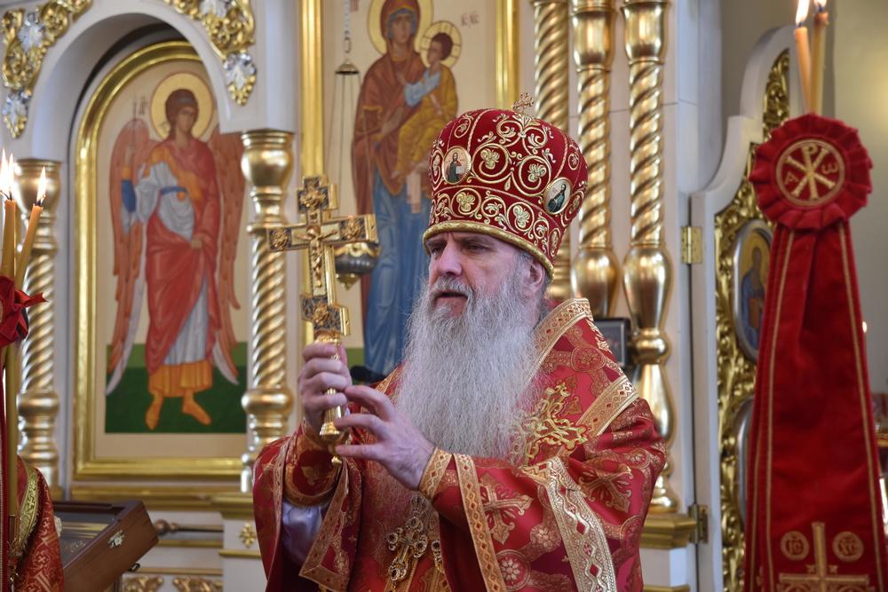 В праздник Георгия Победоносца Владыка Мефодий возглавил Литургию