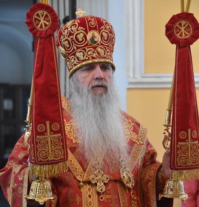 Божественную Литургию в День Победы совершил епископ Мефодий