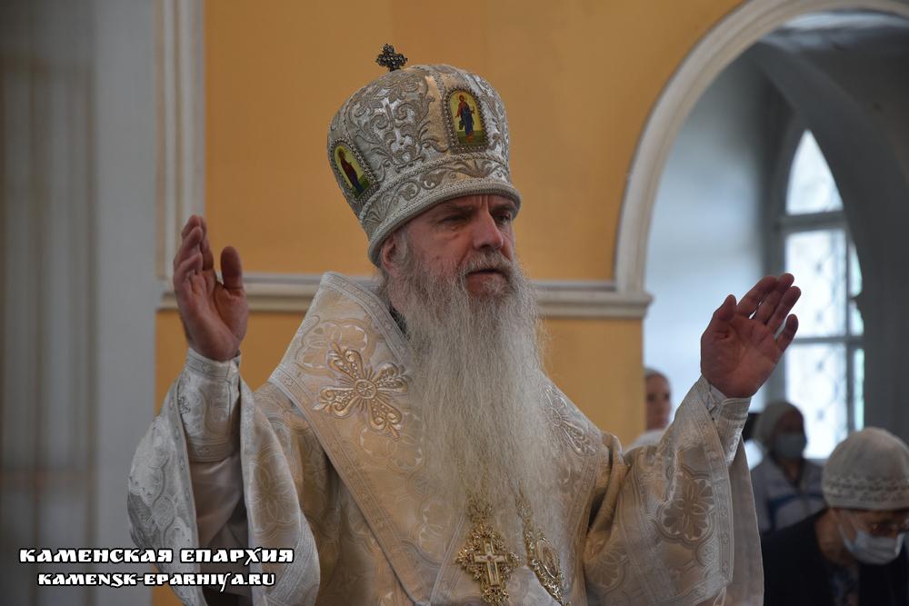 Литургию в неделю святых отцов I Вселенского Собора возглавил Владыка Мефодий