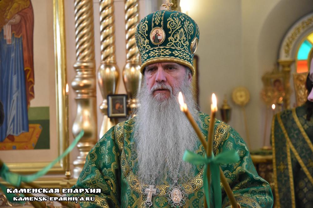 Епископ Мефодий возглавил Литургию в Свято-Троицком соборе города Каменска-Уральского