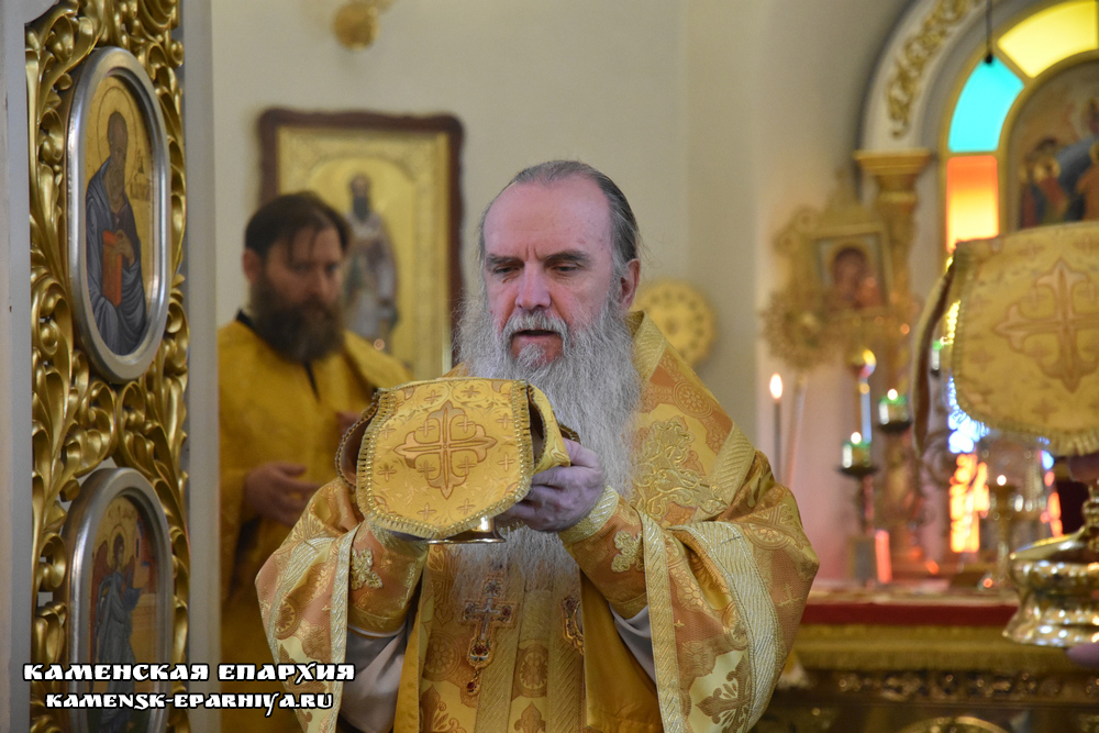 Владыка Мефодий совершил Литургию иерейским чином