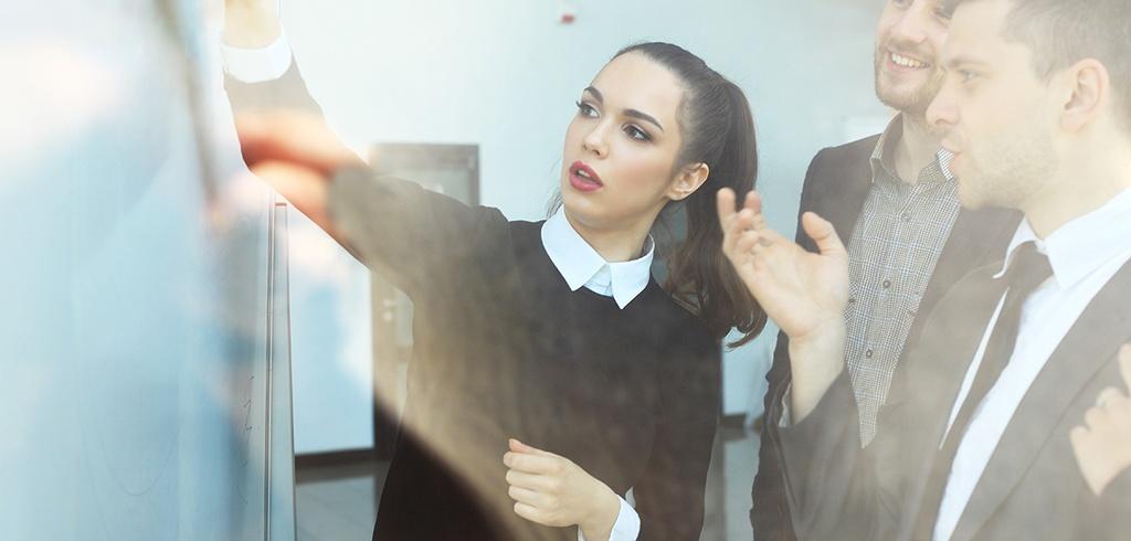 Kobiety częściej awansują - dane GUS.