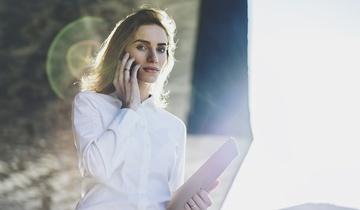 Czy trzeba odbierać telefon od szefa na urlopie?