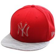 Reflect Vize Strapback Cap - NY Yankees Red