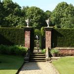 Thumbsq_entrance_into_rose_garden