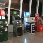 Varios cajeros automáticos