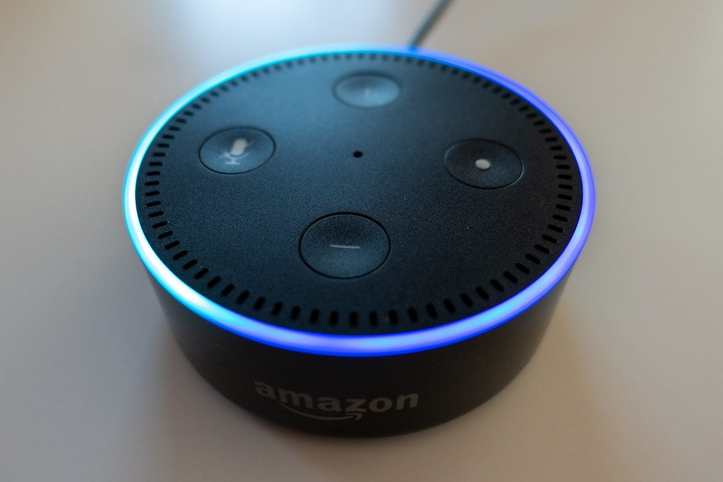 Un altavoz Amazon Echo Dot