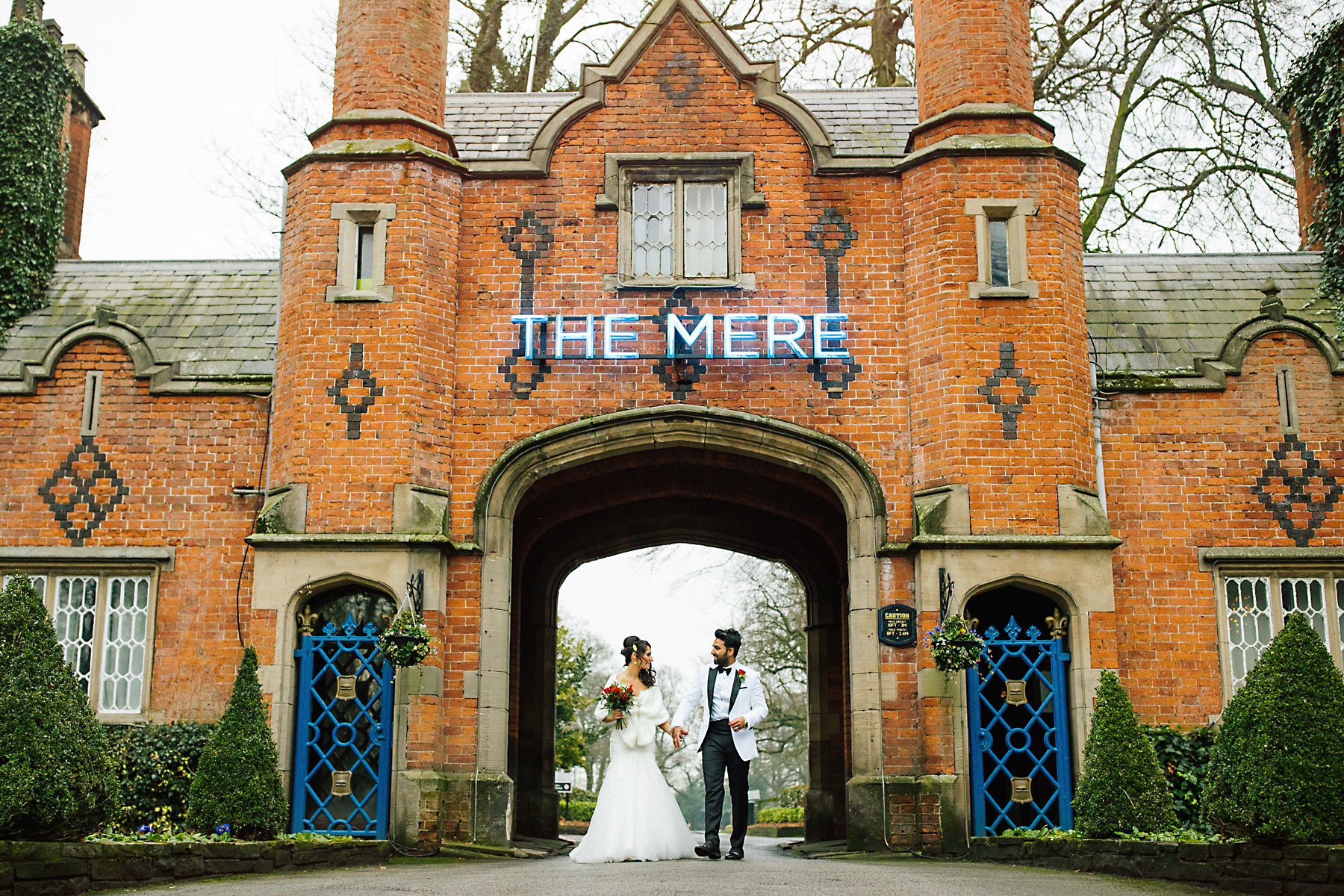 the mere resort entrance wedding photo
