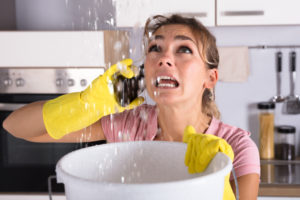 What to do while you wait for an emergency plumber to arrive - Kiasu Workforce