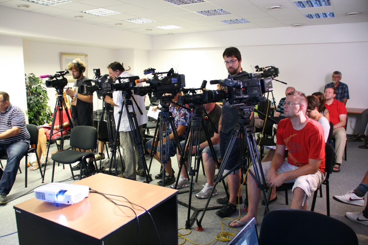 Press Conference - tv-room-radio-media-convention-journalist- Kiasu Group