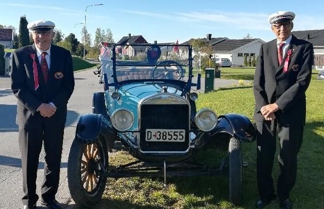 Mikkel med Ford og passasjer Sven Erik (2).JPG 18/5-2019