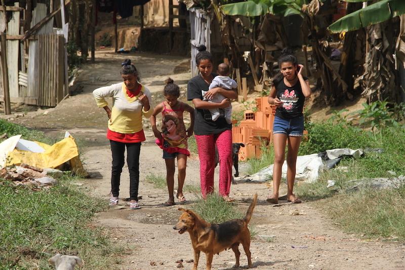 Usikkerhet preger familiene i favelaen.