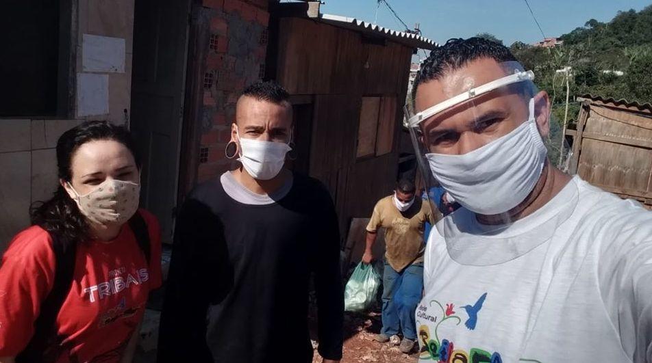 Fr.v. Ivone (daglig leder), Gerson og Fabio på jobb i favelaen.