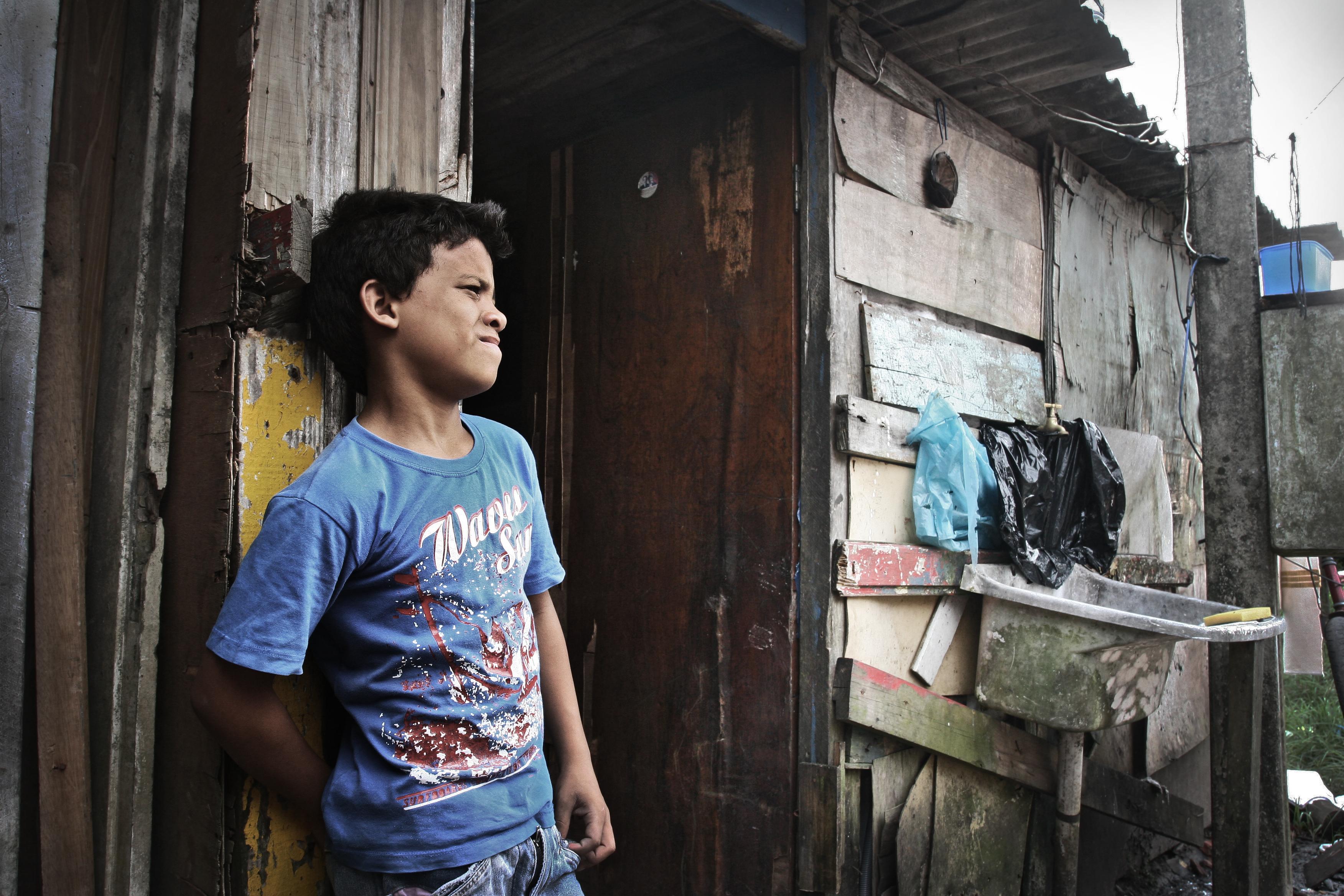 Å vokse opp i favela kan være svært tøft for en ung gutt.
