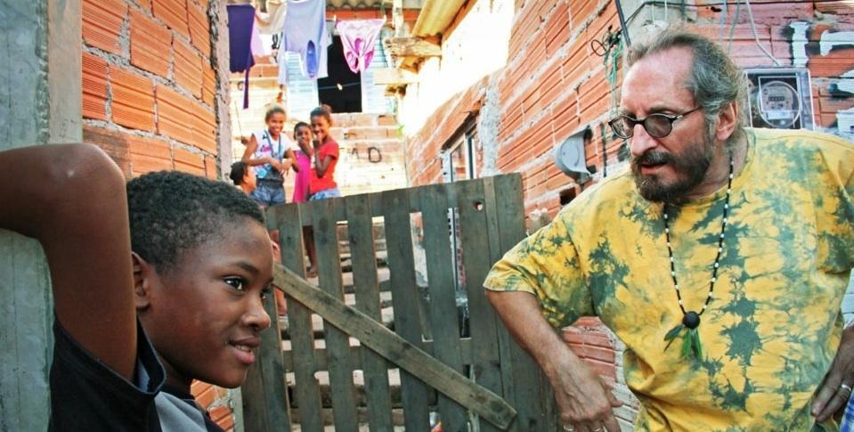 Gregory på jobb i favelaen.