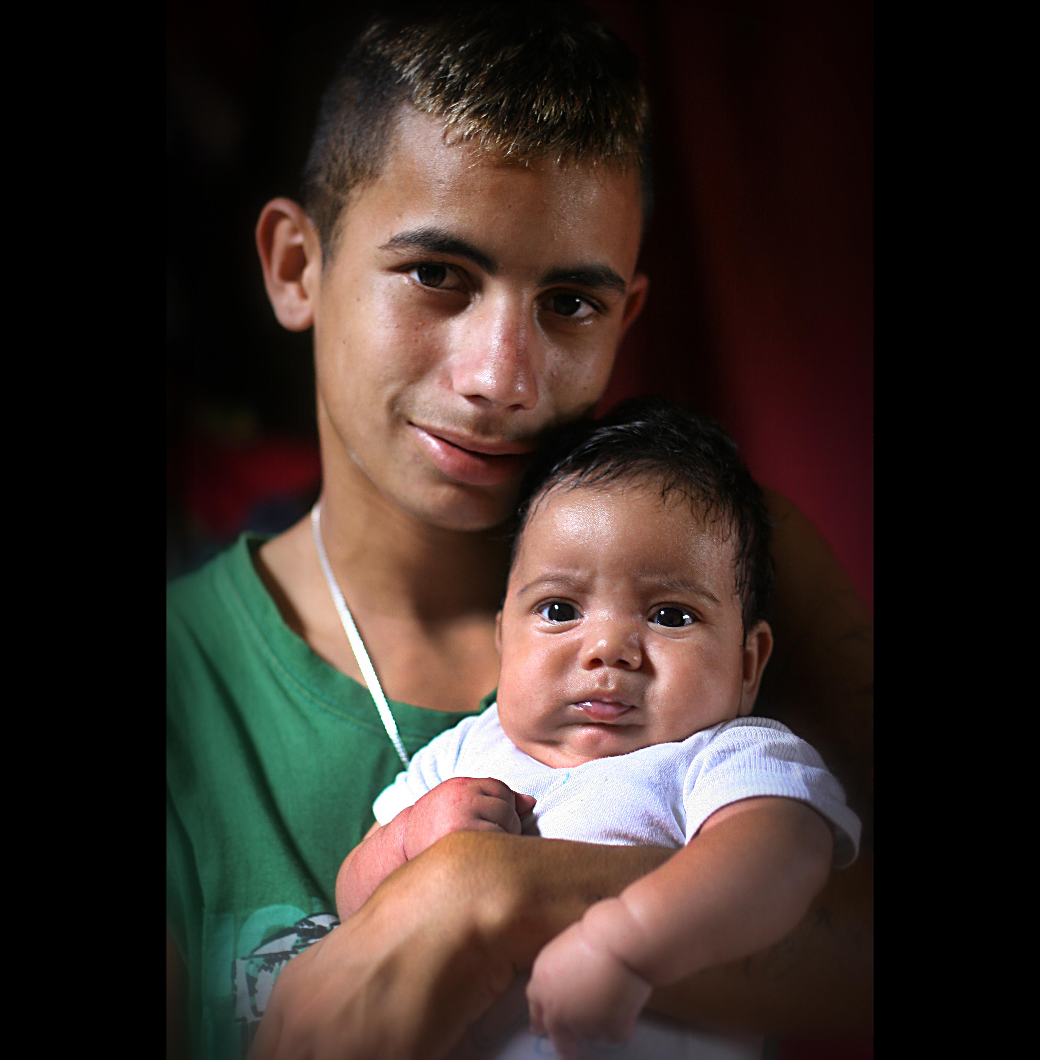 Leonardo(16år) og hans sønn Vinicius.