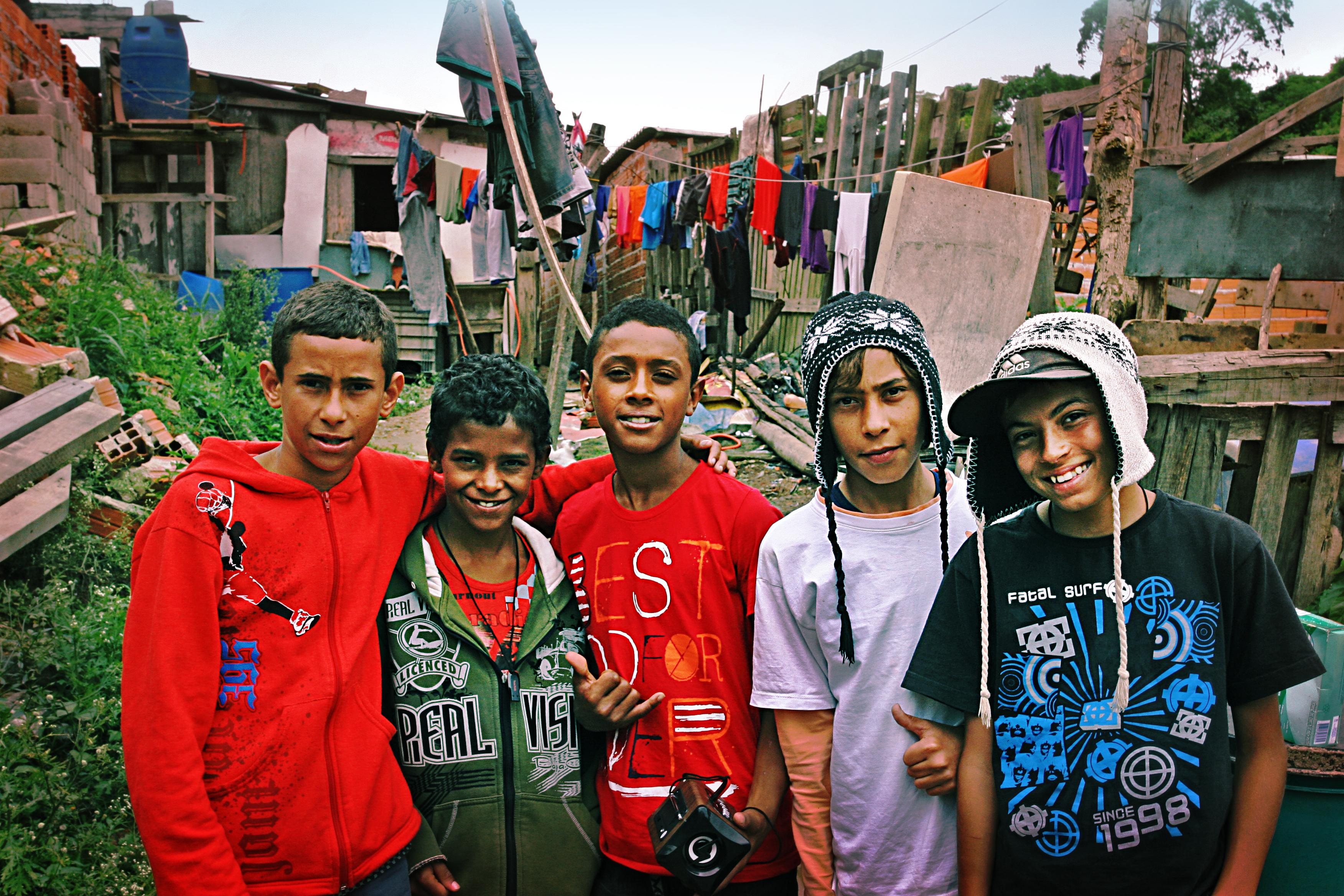 Disse guttene er med i Kolibri Brasil. Det gir dem sikkerhet. Hundrevis av barn er reddet fra et liv som gatebarn.