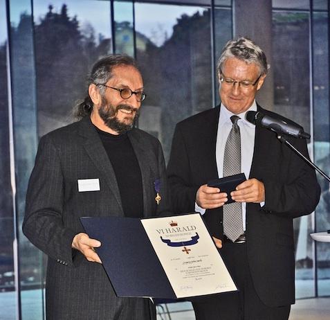 Kongelig Norsk fortjenesteorden tildelt Gregory i 2013.