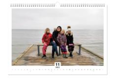 Billederne står ikke så skarpt under produktionen, men bare rolig, det bliver bedre i den færdige kalender.