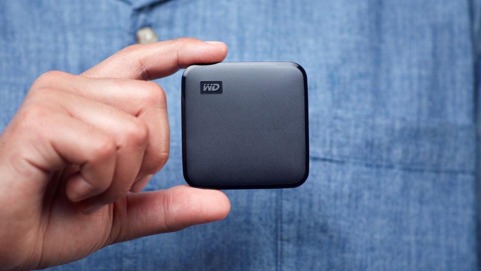 Drevet er lille og vejer kun 27 gram, så det er nemt at tage med i lommen.