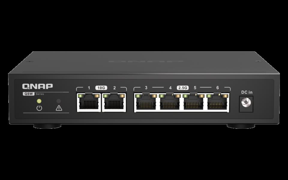 Alle lamper og tilslutninger er samlet på switchens forside.
