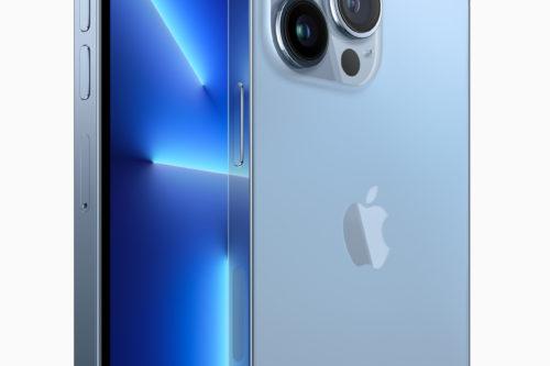 Det lille indhak i skærmen til frontkameraet er ikke stort som i tidligere modeller.