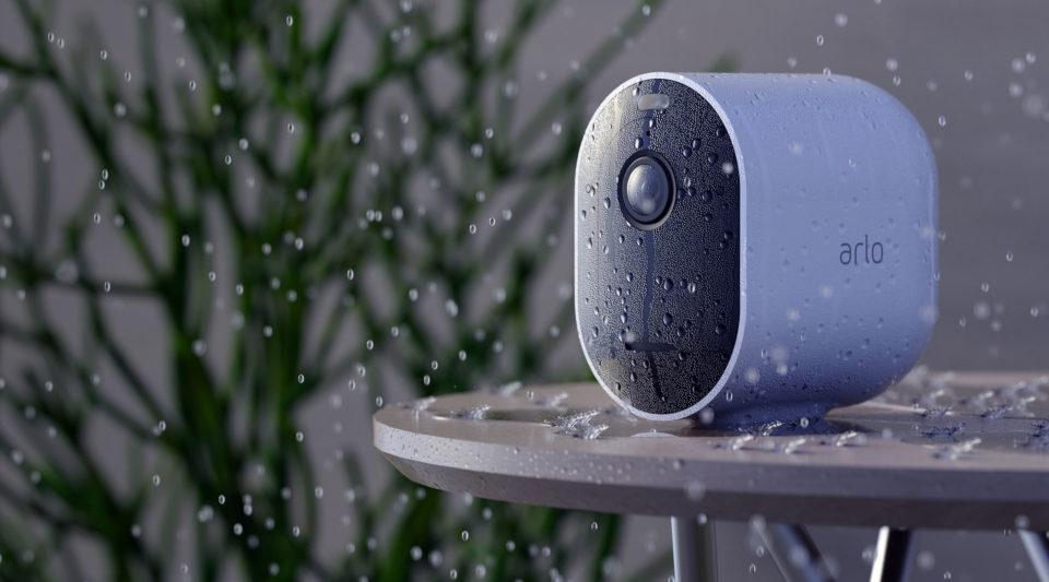 Arlo Pro 4 er bygget til at klare regn og sne og slud og frost.