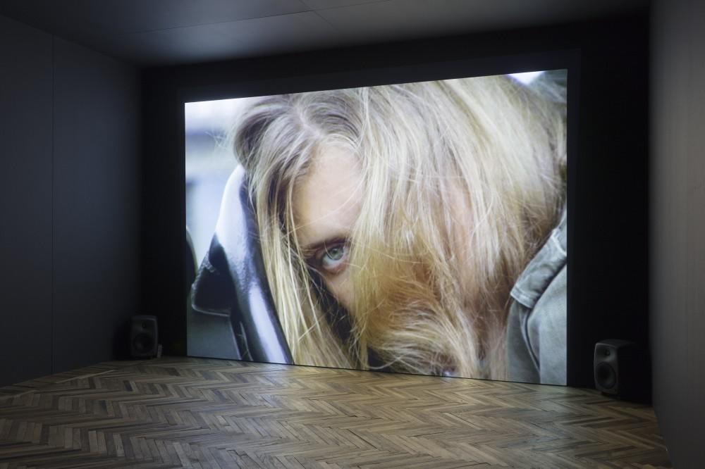 The touch that made you, Fondazione Prada Osservatorio, installazione, ©Torbjørn Rødland
