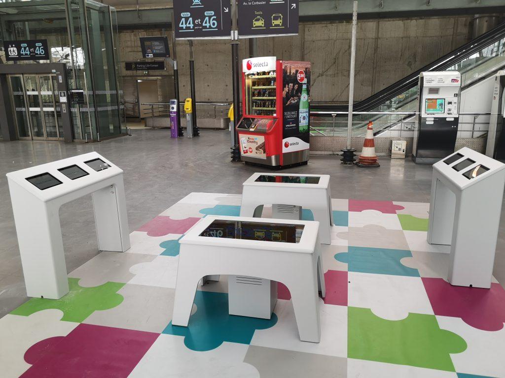Des tables tactiles dans les gares SNCF