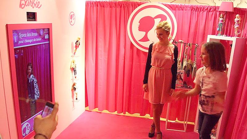 La cabine d'essayage virtuelle Barbie aux Galeries Lafayette Haussmann