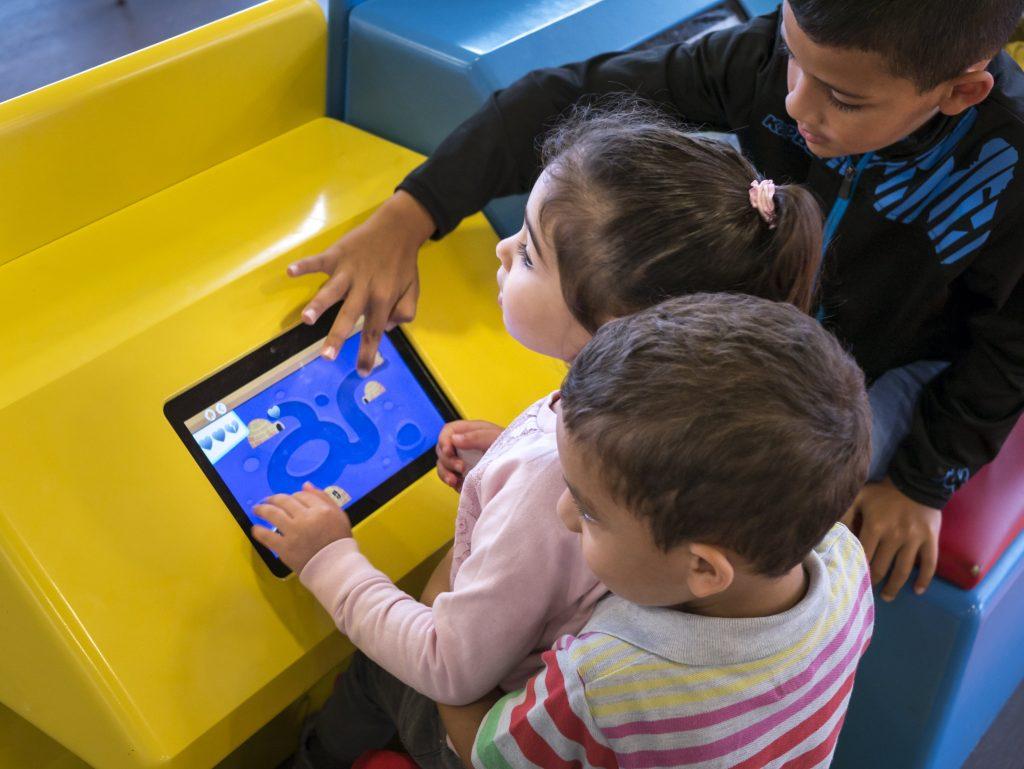 Jeux tactiles pour les enfants dans les restaurants Flunch avec Kylii Kids