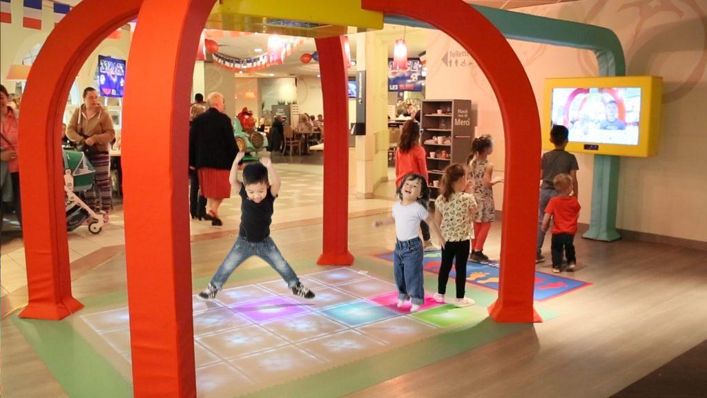Sol interactif pour les enfants dans les restaurants Flunch avec Kylii Kids