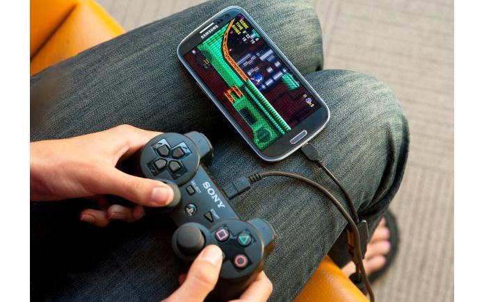 Smartphone avec manette de console en OTG