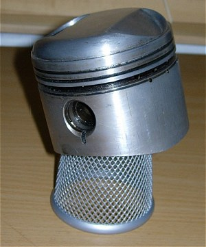 If this piston really is balanced - as it seems to be - on an office wastepaper basket, it must be H-U-G-E...