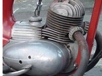 The world needs more bikes with dinky cast aluminium carb covers.