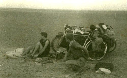 The title of this photo is 'Cyclists in Baluchistan' but it looks awfully like the fens to me...