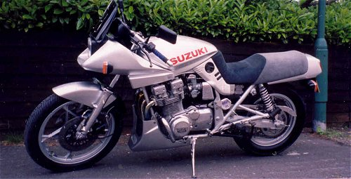 Slide carbs means this is a 1000. Check out the antidive valve jobby on the fork legs.