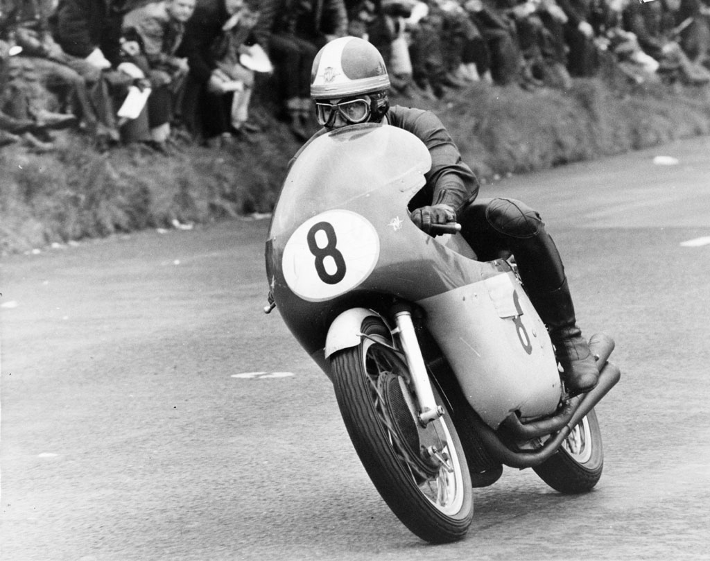 Senior TT 1965, first lap Giacomo Agostini on the works MV Agusta at the Creg