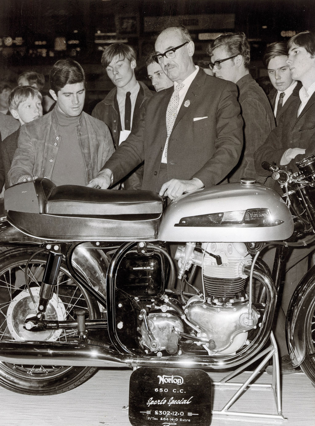 Giacomo Agostini chooses a seat for his 350SS, at the 1966 motorcycle show.